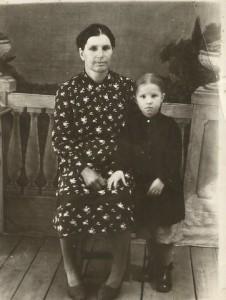 Бабушка Феня и внучка Танечка